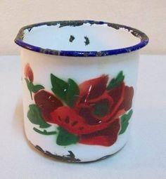 antiguo jarrito enlozado con motivo de rosas