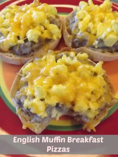 English Muffin Breakfast Pizzas -- Toasted English Muffins make the perfect crust to hold sausage gravy, scrambled eggs, and shredded cheddar cheese. Delicious and cheap breakfast! #breakfastpizza #sausagegravy #recipe
