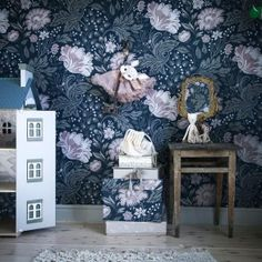 Kids' Room Ideas: Creating a Mural from Wallpaper Interior Wallpaper, Home Wallpaper, Paint Wallpaper, Nursery Themes, Nursery Room, Home Of The Brave, Dark Walls, Big Girl Rooms, Kids Decor