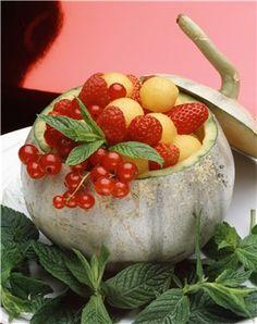 Melón relleno de frutos rojos