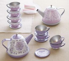 Mini Tea Set... wish I had seen this for my daughters party in july...