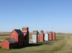 Grain elevators in Saskatchewan Saskatchewan Canada, Canada 150, Newfoundland And Labrador, Model Train Layouts, Farm Yard, Places Of Interest, Old Buildings, Canada Travel, Countries Of The World