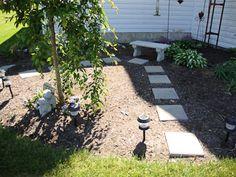 stepping stones to seating area - Modern Garden Front Of House, Front Garden Landscape, Garden Yard Ideas, Garden Spaces, Backyard Ideas, Shasta Daisies, Real Plants, Yard Landscaping, Landscaping Ideas