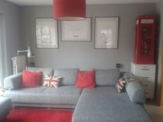 Grau-rotes Wohnzimmer Grey and red living room Touch of uk/britain