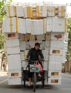 China's overloaded delivery. www.urbanrambles.com