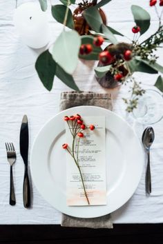 Brunch Recap and My Food Philosophy Lovely holiday Christmas table with flower decorations.Lovely holiday Christmas table with flower decorations. Noel Christmas, Modern Christmas, Christmas Crafts, Christmas Decorations, Natural Christmas, Flower Decorations, Elegant Christmas, Minimalist Christmas, Nordic Christmas