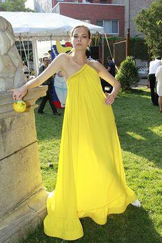 So vacay inspired Stella McCartney Resort 2016 [Photo: Thomas Iannaccone] Look Fashion, Fashion Show, Womens Fashion, Fashion Design, Casual Dresses, Fashion Dresses, Summer Dresses, Maxi Dresses, Womens Clothing Stores