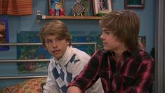 The Suite Life on Deck screencaps. Cole M Sprouse, Dylan Sprouse, Zack Et Cody, Suit Life On Deck, Dylan Y Cole, Cody Martin, Old Disney Shows, Old Disney Channel, Deck Pictures