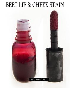 Lots of good diy face products including beet lip-cheek-stain product 17 DIY Beauty Products to Whip Up Over the Break Natural Beauty Tips, Natural Makeup, Natural Skin Care, Diy All Natural Cosmetics, Organic Beauty, Natural Beauty Products, Natural Blush, Natural Lipstick, Diy Maquillage