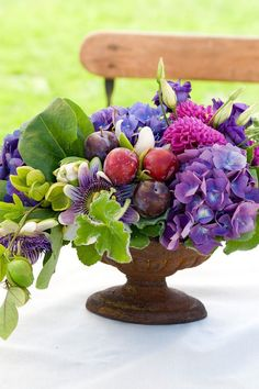 orange Plums and Passiflora Love fresh flowers? Learn how to make a beautiful arrangement in just three minutes with the help of Jones. Beautiful Flower Arrangements, Fresh Flowers, Floral Arrangements, Beautiful Flowers, Orchid Flowers, Hydrangea Flower, Hydrangeas, Design Floral, Deco Floral
