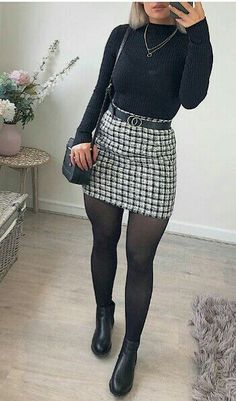 🖤🍂 I& getting into this floor lay thingies🤣 ! -Skirt- 🖤 jumper, boots and bag - Posted in 2 days whaaaat ! Winter Fashion Outfits, Look Fashion, Autumn Fashion, Womens Fashion, Ladies Fashion, Fashion Mode, Winter Outfits 2019, Feminine Fashion, Summer Outfits