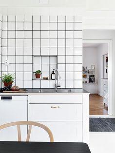Subway tiles are beautiful in the kitchen. #metrotiles #kitchen