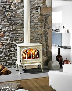 Jotul F 400 Castine - Fireplace Products - Hearth & Home Gas Stove Fireplace, Wood Stove Hearth, Pellet Stove, Wood Stove Surround, Corner Wood Stove, Freestanding Fireplace, Wood Burning Fires, Log Burner, Hearth And Home