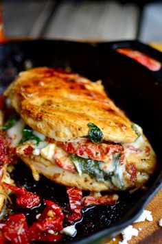 Sundried Tomato, Spinach, and Cheese Stuffed Chicken - Serve.- Sundried Tomato, Spinach, and Cheese Stuffed Chicken – Serves 2 - Spinach And Cheese, I Love Food, Low Carb Recipes, Diabetic Recipes, Pizza Recipes, Gourmet Food Recipes, Gourmet Meals, Hamburger Recipes, Barbecue Recipes