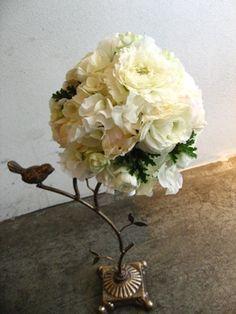シフォンのような柔らかいお花で作ったラウンドブーケ