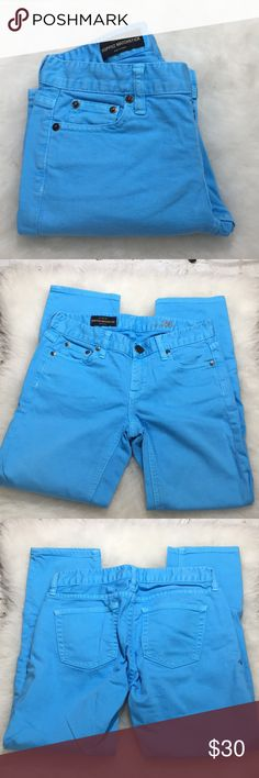 I. Crew Blue Matchstick Cropped Jeans 26 Beautiful blue hue, cropped Matchstick jeans. Waist: 26, hips: 36 and inseam: 24.5. All measurements in inches. These are in EUC. J. Crew Jeans Ankle & Cropped
