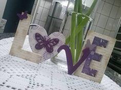 Palavra LOVE super descolada, romantica, colorida e divertida.  Ideal para decorar mesa de casamento, aniversário, chá de panela, chá de bebê e muito mais.  Decore quartos infantis, aquele cantinho super legal de casa ou mesmo presenteie. R$ 52,00