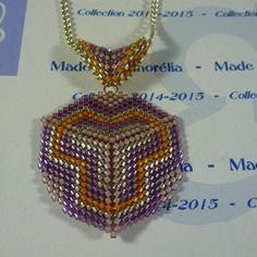 2015-33 - pendentif + cordon - style triangle - tissage peyote - couleur violet mauve jaune et argenté