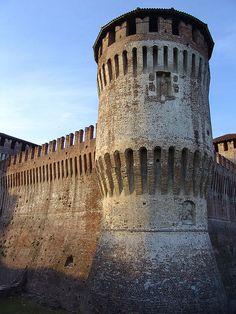 Torre rotonda. Castello di Soncino, Lombardia. Italy (XVI sec.) - 45°24′00″N 9°52′00″E