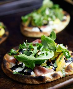 Made with store bought mini flat bread, these mini pizzas can be grilled or broiled in just a few minutes. Get the recipe for arugula peach prosciutto flatbread pizzas.