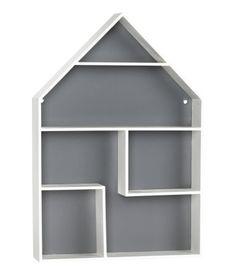 Talon muotoinen hyllykkö maalattua MDF-levyä. Valmiiksi poratut ripustusreiät. Ruuvit eivät sisälly pakkaukseen. Koko 5x26,5x38 cm.