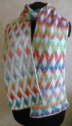 Vernetzt scarf pattern on Ravelry. A beautiful double knit free pattern. In German, but is fully charted. Double Knitting Patterns, Knitting Charts, Loom Knitting, Knitting Stitches, Knitting Designs, Knit Patterns, Free Knitting, Knitting Projects, Knitting Accessories