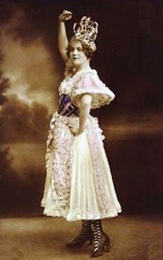 Csárdáskirálynő – Wikipédia Victorian, Disney Princess, Party, Dresses, Fashion, Vestidos, Moda, Fiesta Party, Fasion