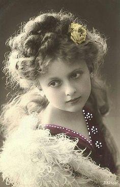 Pretty Little Girl Graphics Photographs Pinterest Child Vintage And Girls