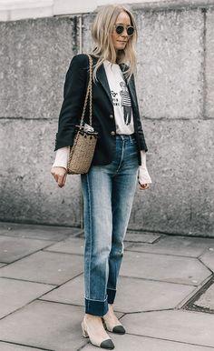 Blazers : Street style look com blazer e calça jeans. Blazer Jeans, Dress Up Jeans, Look Blazer, Cuffed Jeans, Daily Fashion, Fashion Week, Fashion Looks, Office Looks, Style Désinvolte Chic