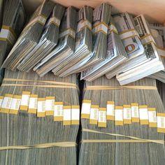 IT IS EASY FOR ME TO MANIFEST LARGE SUMS OF MONEY. MONEY GIVES ME FREEDOM TO ENJOY LIFE ABUNDANTLY #GoddessIndigoRose
