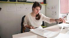 Die Designerin Hanna Emelie Ernsting vertreibt PETSTOOLS unter ihrem eigenen Label. Ein Interview. Hanna, beschreibe dich in 7,5 Adjektiven! optimistisch, gemütlich, manchmal ehrgeizig, manchmal fa…