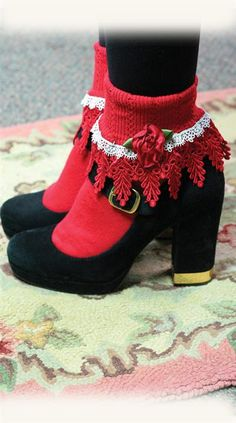 LOLITA SOCKS - Love these!  My great-grandmother had a rug exactly like that!