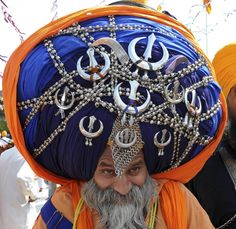 Big turban of Nihang Singh – Paradoxoff Planet