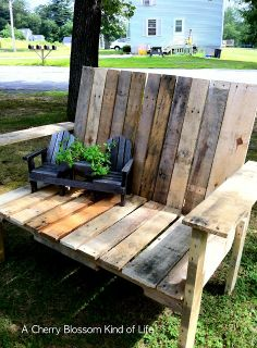 Pallet chair! How cute for an outdoor area.