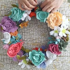 Keep the colors of spring on your doorstep and in your home all season long with this felt flower craft from our Home Maker @theurbanacres.