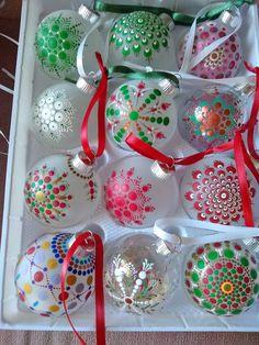 Handpainted Christmas Ornaments, Christmas Ornament Crafts, Hand Painted Ornaments, Holiday Crafts, Christmas Decorations, Homemade Christmas, Christmas Diy, Christmas Mandala, Christmas Art Projects