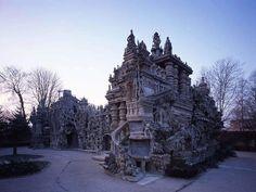 Idealny pałac z francuskiego Hauterives - przez ponad 30 lat budował go listonosz Ferdinand Cheval