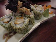 maki sushu/roll sushi Kinds Of Sushi, Broccoli, Rolls, Vegetables, Food, Buns, Essen, Bread Rolls, Vegetable Recipes