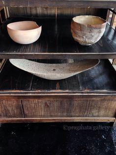 """  "" Left, bowl by Yukiharu Kumagai. Right, chawan by Mitch Iburg.  Ceramic vase by Yaku Murakami.   「  」 左、熊谷幸治さんのボウル。 右、ミッチ・イーブルグさんの茶碗。 村上躍さんの陶芸花瓶。 #ceramics #pottery #gzllery #Tokyo"