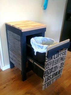 Personalized Pallet Trash Can Holder - 101 Pallet Ideas