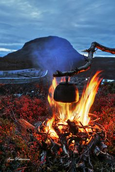 Campfire by Tsahkal lake lake of Kilpisjärvi, Finnish Lapland by Ismo Pekkarinen Nature Pictures, Cool Pictures, Lapland Finland, Coffee Is Life, Archipelago, Outdoor Life, Love Photography, Amazing Nature, Land Scape