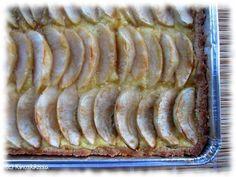 Pohja: 150 g voita tai margariinia 1 ¼ dl sokeria 1 kananmuna 2 dl vehnäjauhoja… Sweet Desserts, Sweet Recipes, Dessert Recipes, Sweet Pie, Food Tasting, Apple Pie, Food To Make, Deserts, Food And Drink