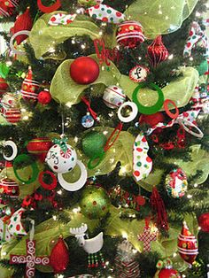 Deco mesh in a Christmas tree