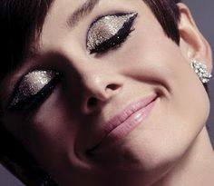 I can't even tell you how many times I've tried to make the glitter lid look work and FAILED...miserably. :-|