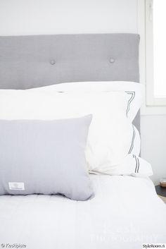 makuuhuone,makuuhuoneen sisustus,yksityiskohtia,tine k home,anno,sängynpääty,sängynpääty diy Bed Pillows, Pillow Cases, Bedroom, Home, Pillows, Ad Home, Bedrooms, Homes, Haus