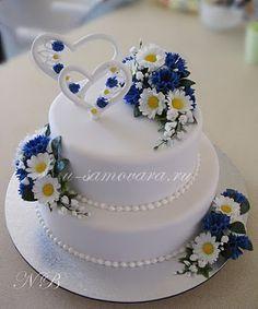 Белый свадебный с ромашками и васильками