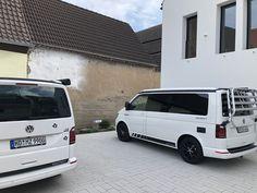 Zwei VW Bullis wie sie nicht schöner sein können Vw Bus, Van, Vehicles, Criminal Law, Nice Asses, Car, Vans, Vehicle, Vans Outfit
