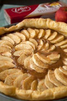 Speculoostaart met appeltjes - Note to self: Maar wel die confituur er niet op doen. No Bake Desserts, Easy Desserts, Delicious Desserts, Yummy Food, Chocolate Pies, Paleo, Sweet Bread, Me Time, No Bake Cake