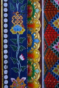 """ tahiti: Moldura Tibetana da porta do templo. "" I assume this says something along the lines of detail view of Tibetan molding on a temple door. Tibetan Art, Tibetan Buddhism, Buddhist Art, Tibetan Symbols, Buddhist Temple, Estilo Kitsch, Art Chinois, Art Japonais, Art Nouveau"