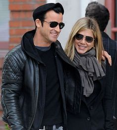 Jennifer Anniston has a grey scarf habit...
